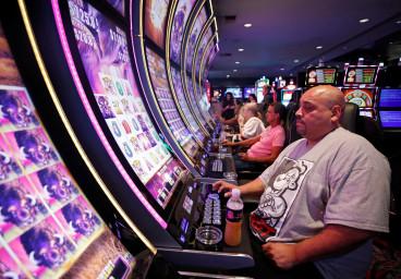 Las Vegas : dans certains casinos, plus besoin de porter de masque pour jouer au craps